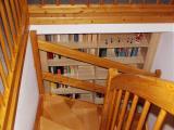Einbauregel hinter einer Treppe
